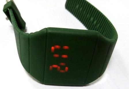 Часы электронные детские наручные квадратные